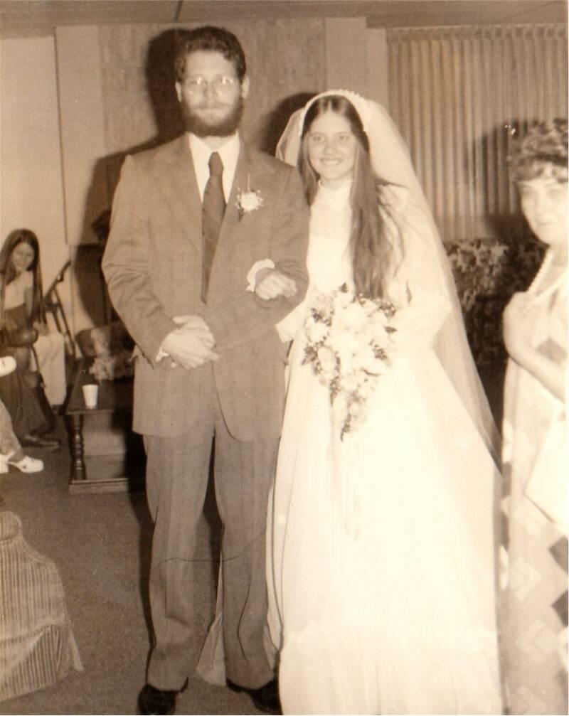 - Peter_Bates_Cindy_Bates_wedding